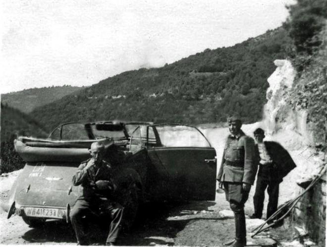 Οι Γερμανοί καθώς κατεβαίνουν από την Εχίνο προς την πόλη